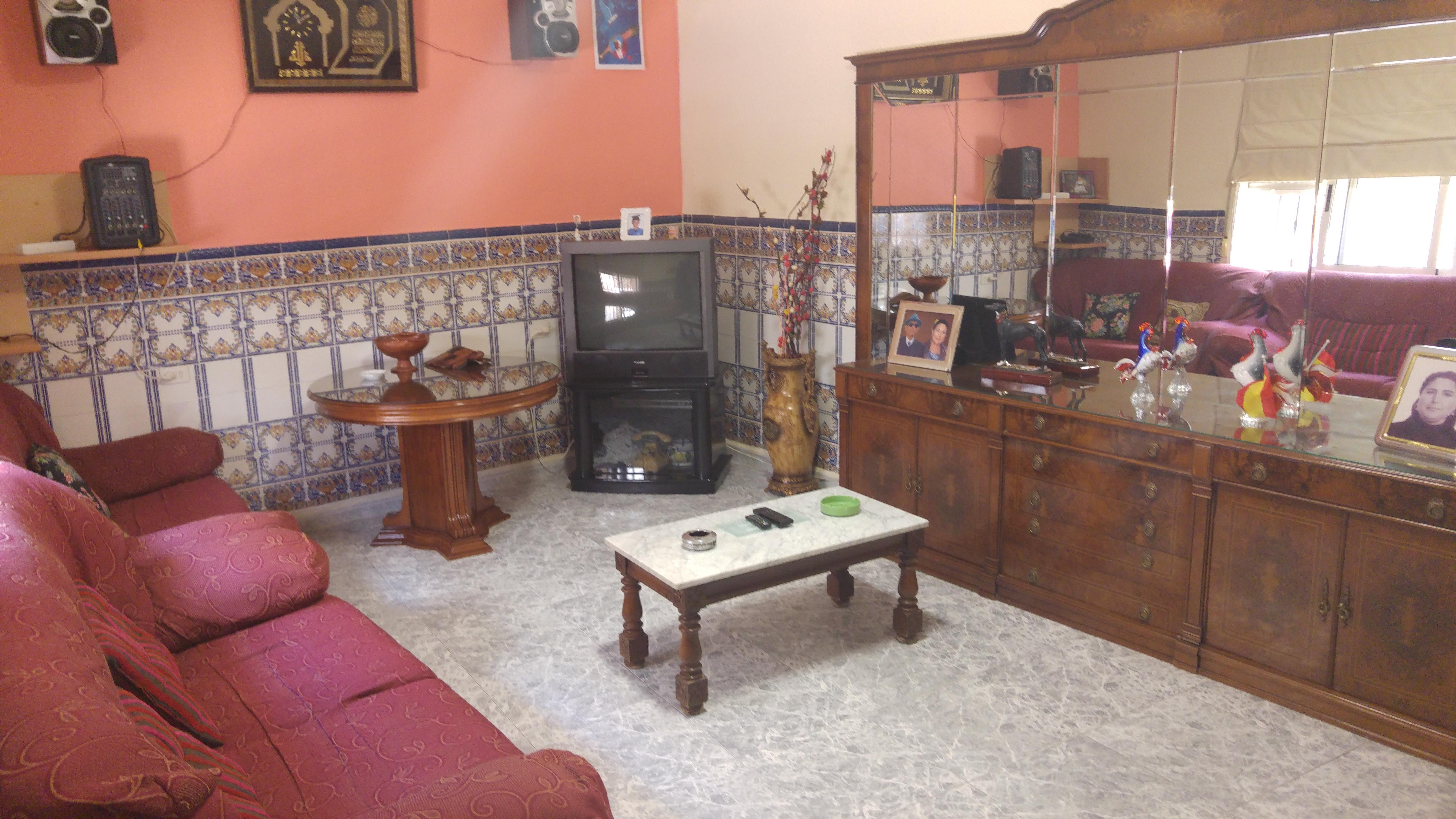 Se vende casa junto a la Avda Carlos I